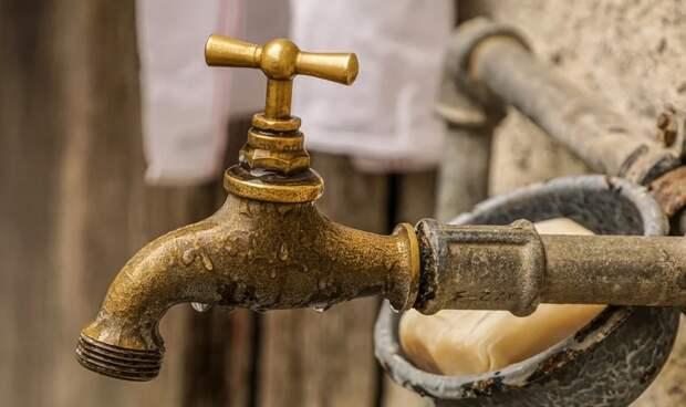 Жителей Симферопольского района оставили без воды до поздней ночи