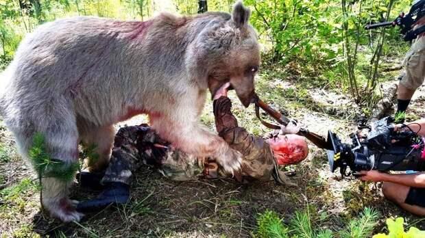 Светлана, Юрий и медведь Степан. 25 лет вместе Медведь Степан, медведь в семье, светлана и юрий пантелеенко, семья пантелеенко