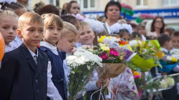 Юрист Литвиненко предположил условия выплаты 10 тысяч рублей семьям с детьми