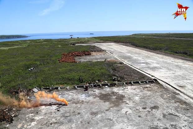 Чем занимались японцы на этом небольшом вулканическом острове, где были оборудованы сразу две взлетные полосы? Фото: Александр КОЦ, Дмитрий СТЕШИН