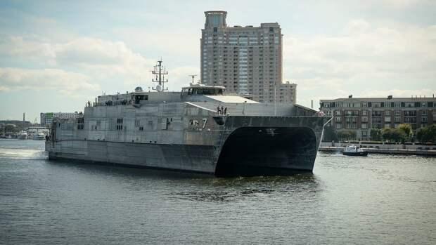 Popular Mechanics: ВМС США создали плавучий «кирпич» с фитнесом и парикмахерской