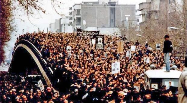 «Как свергли иранского шаха. В 1978 году начался последний этап антишахского движения»