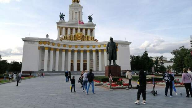 Власти Москвы планируют отреставрировать шесть павильонов ВДНХ до конца 2021 года