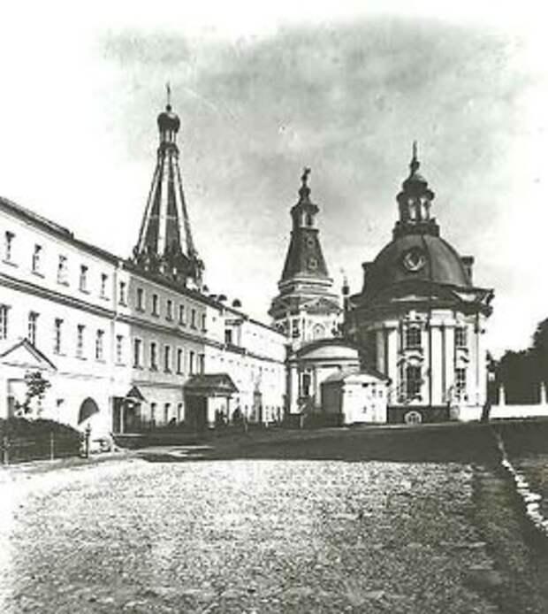 Больничные палаты с церковью Зосимы и Савватия до реставрации