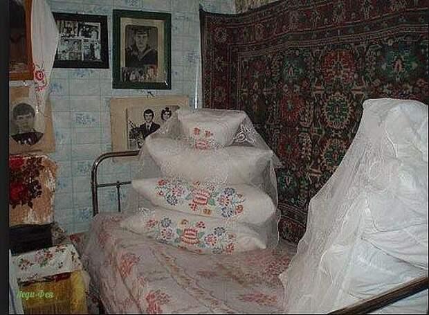 А вы помните такую бабушкину постель? Исчезающая красота!