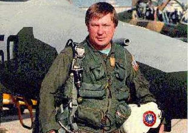 Лётчик Виктор Беленко.
