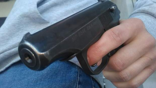 Мужчина открыл стрельбу из пистолета в Ивановской области
