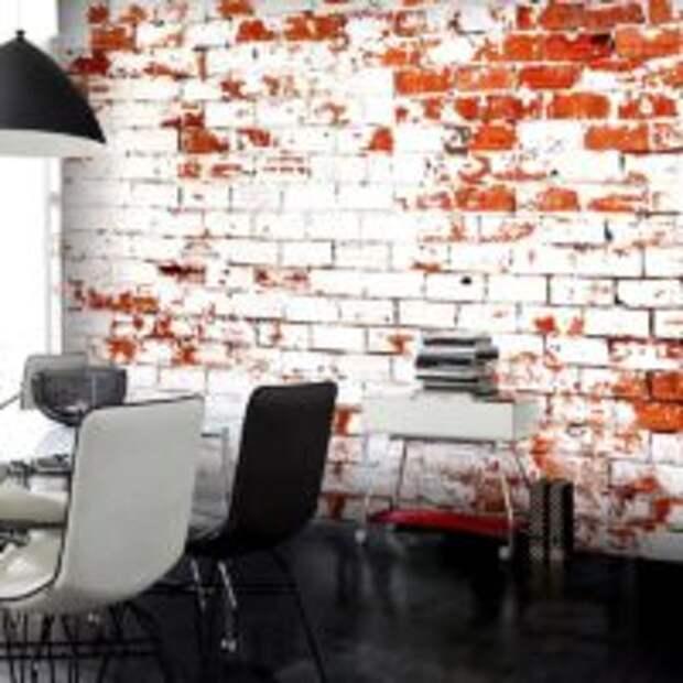 Потертая кирпичная стена в дизайне современной гостиной