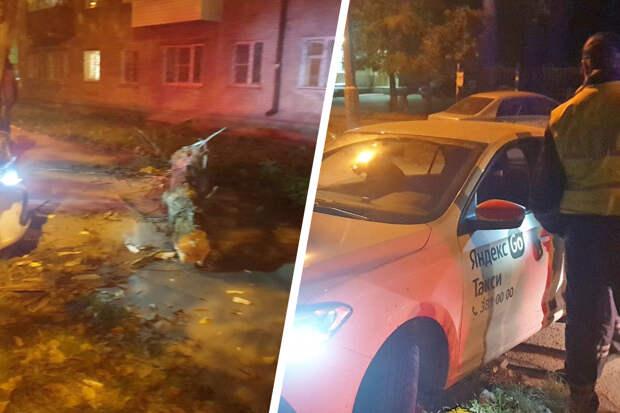 В Дзержинском районе автомобиль «Яндекс.Такси» снес дерево