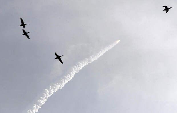 Индия запустила и успешно вывела на орбиту одновременно 20 спутников