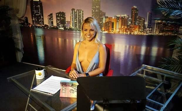 Американская телеведущая смутила зрителей прозрачным платьем