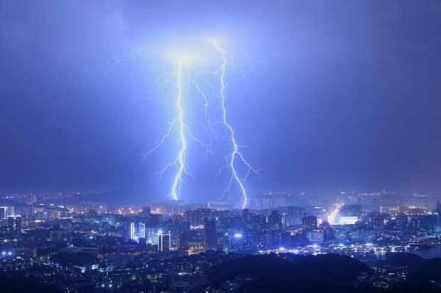 Ученые выяснили, почему молния бьет дважды в одно место