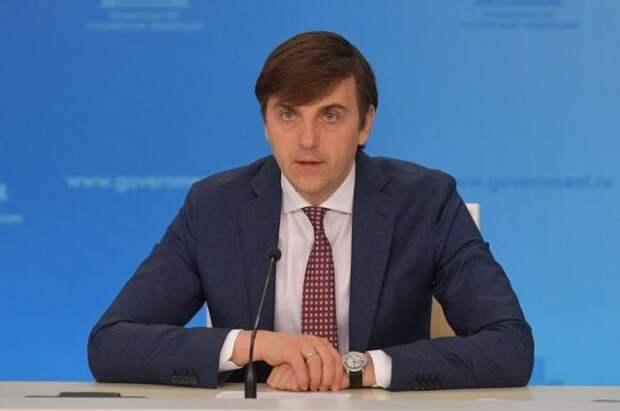 Кравцов заявил, что никакие технологии не заменят школьного учителя