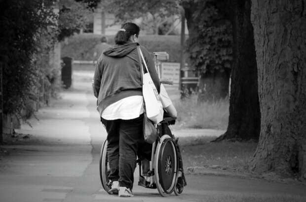 Официально: дети-инвалиды и лица, сопровождающие таких детей, будут обслуживаться вне очереди