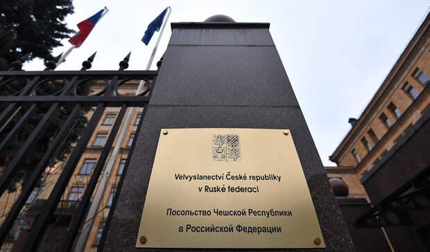 Численность посольств вМоскве иПраге сократят до32 человек