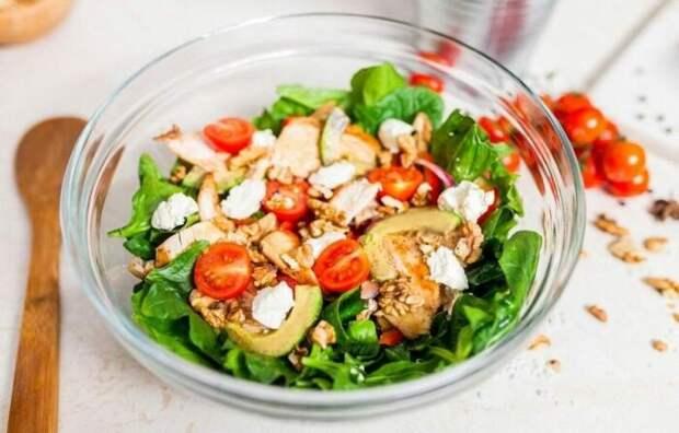 Салат с курицей гриль. \ Фото: google.com.