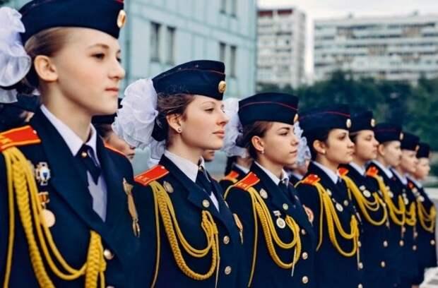 В Севастополе девочки будут в строю