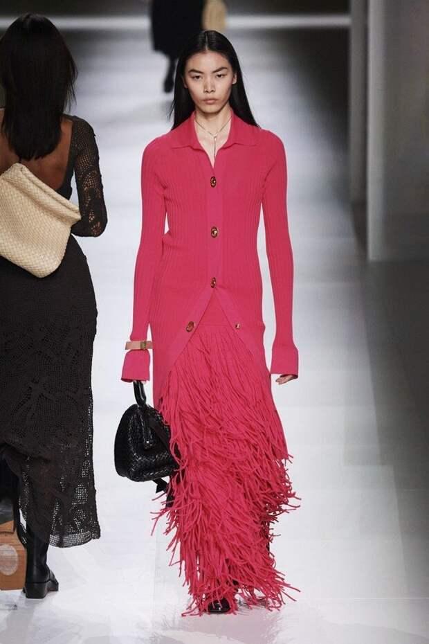 Миди и макси – скромность тоже в моде: какие платья и юбки выбирать зимой 2020-2021