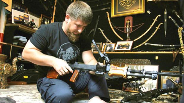 Рамзан Кадыров и его оружейная комната