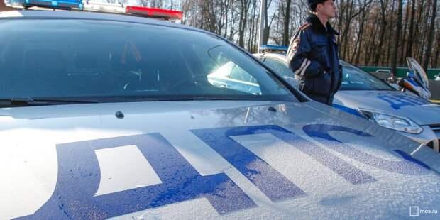 На Соколово-Мещерской авто-леди не смогли разъехаться в школьном дворе
