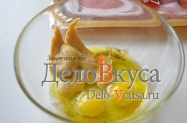 Рулетики из куриного филе: Перепелиные яйца, горчица, оливковое масло, соль, перец