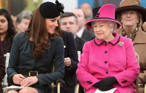 Елизавета II и Кейт Миддлтон. / Фото: www.ya-zhenschina.com