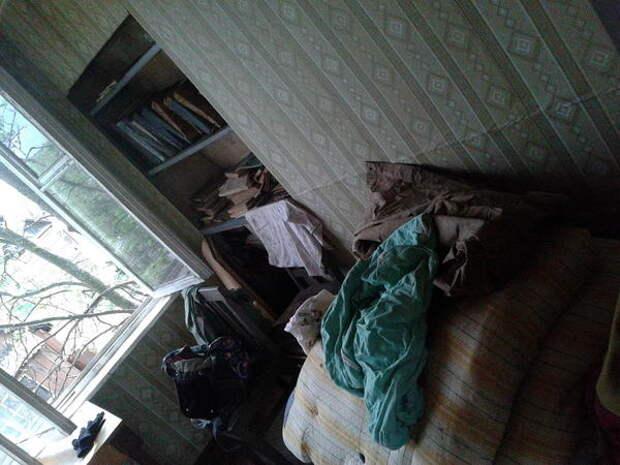 стенка напротив кровати (назовем это место так, чтобы потом было удобно сравнить ;-) )