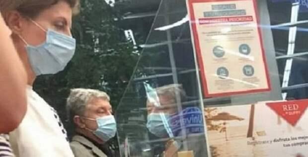 Украинский нацик обругал Петра Порошенко, оказавшись сним водном самолете