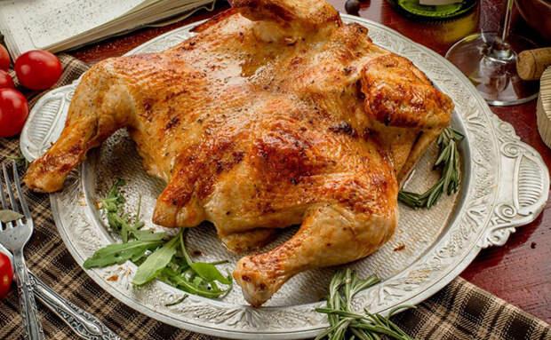 Цыпленок-тапака нравится всем гостям, а жарится не сложнее обычной курицы