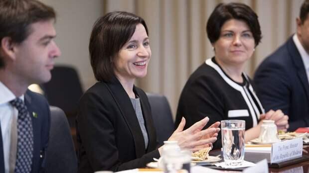 Президента Молдавии подозревают в заговоре против страны и народа