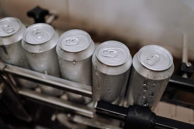 В Петербурге в пивных банках начали продавать газированную воду