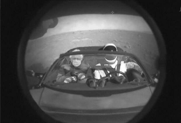 Марсоход Perseverance показал первое фото с Марса. Там оказались Гайдулян и Паттинсон