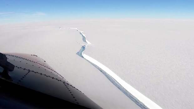 В Антарктиде откололся айсберг площадью с Санкт-Петербург