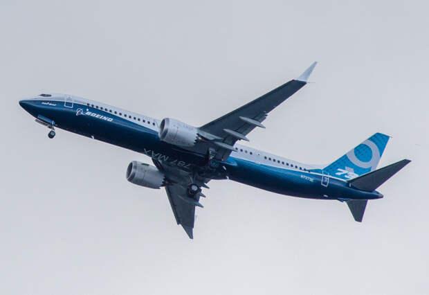 Boeing вынужденно сел в Новосибирске: командиру стало плохо в небе