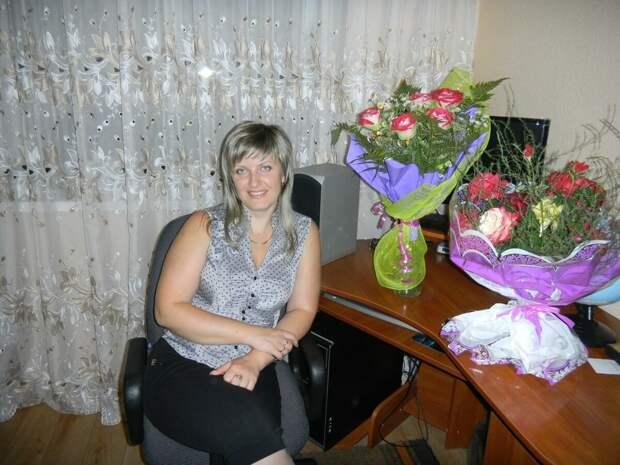 Женщина средних лет в рубашке без рукавов. /Фото: sun7-9.userapi.com