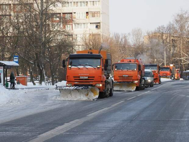 Жилищник Новогиреева стал убирать дворы после обращений жителей