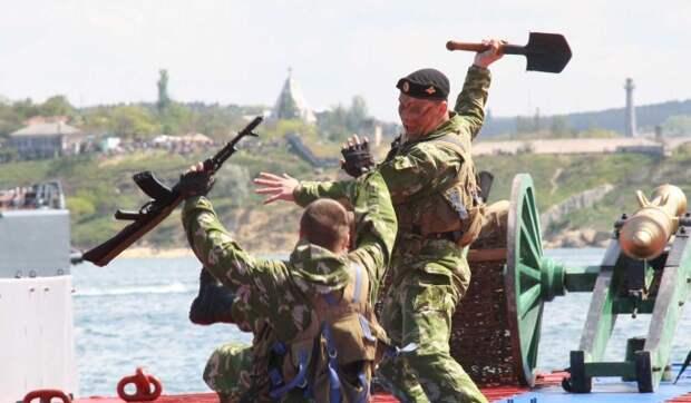 """""""Придется гнать"""": Украина стягивает войска к границе с Крымом"""