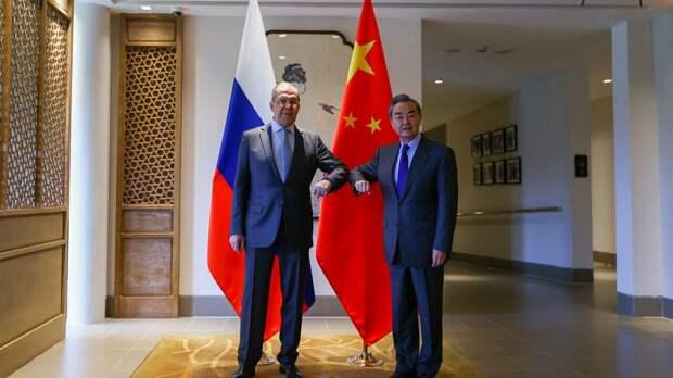 Вашингтон запаниковал и хочет вернуть России Украину и Прибалтику — сообщил Джангиров