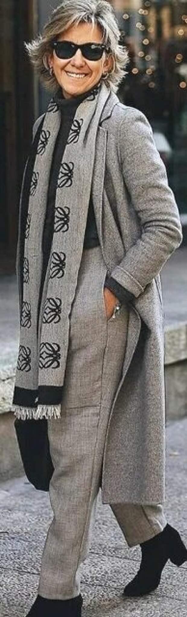 Светло-серые женские брюки