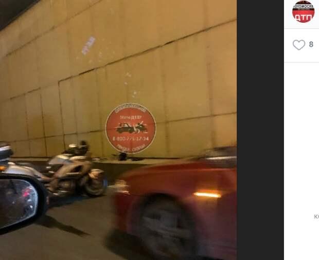 В Лефортовском тоннеле столкнулись две легковушки и мотоцикл