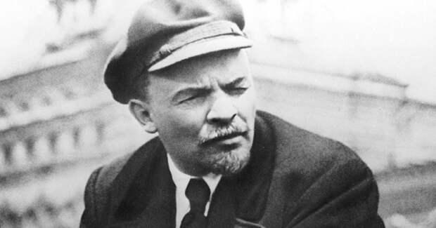 Ленин на Красной площади во время первомайской демонстрации 1919 года