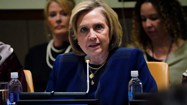 WT узнала о секретной записке ЦРУ — о плане Клинтон «повесить» вмешательство России на Трампа