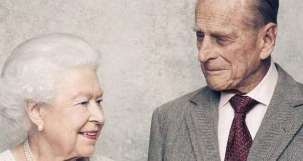 Момент счастья: Королева Елизавета ll поделилась одним из своих любимых снимков с покойным мужем принцем Филиппом
