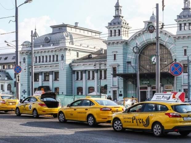 Такси с желтыми номерами не будут штрафовать за выезд на «выделенки»