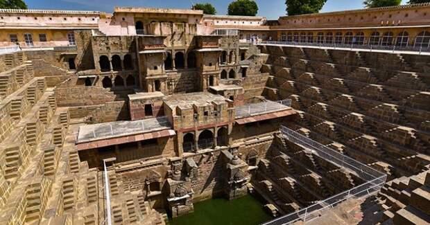 Ступенчатый колодец Чанд Баори – сооружение, достойное называться чудомсвета