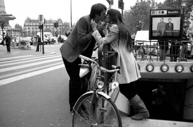 Прогулка. Снимок из серии «Сто поцелуев». Автор фото: Игнасио Леманн (Ignacio Lehmann).