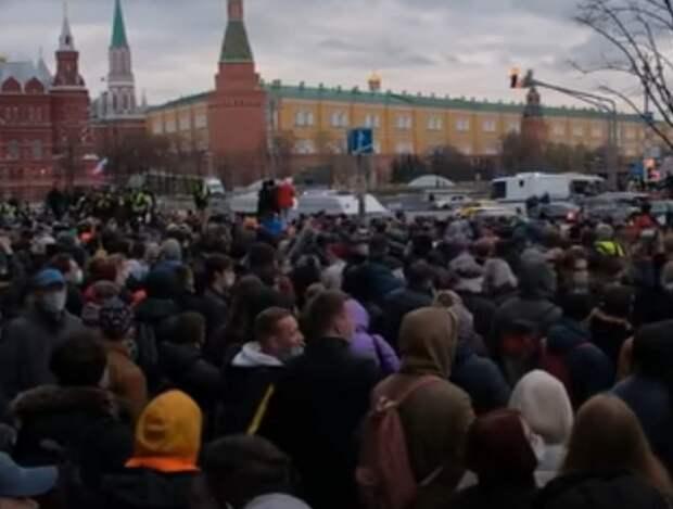 Работавших на несогласованной с властями акции журналистов начала проверять полиция