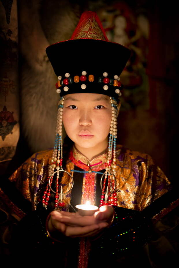 Девушка из Бурятии. Местные жители практикуют буддизм.