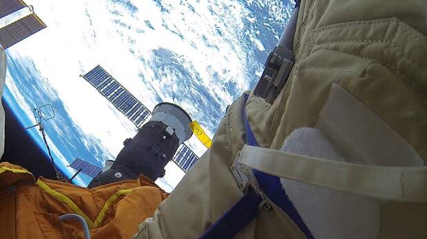 Три космонавта успешно вернулись с МКС на Землю