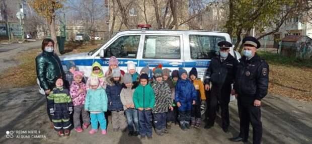 В Кировграде сотрудники ГИБДД провели занятие в детском саду № 1 и № 3